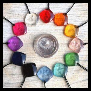 Balanssteen hanger verkrijgbaar bijpetra.nl in 12 verschillende kleuren